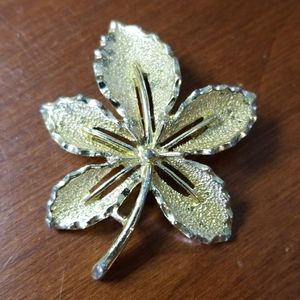 Sarah Coventry gold colored leaf pin